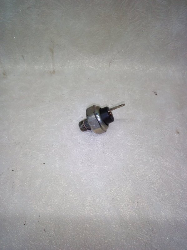 Датчик давления масла Suzuki Escudo TL52W J20A 2002 (б/у)