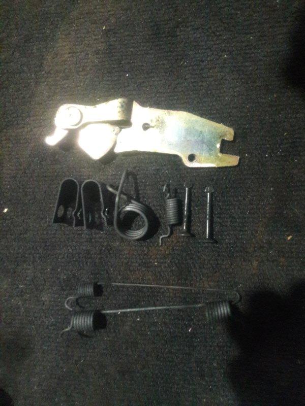 Механизм стояночного тормоза Mazda Familia BJ3P задний правый (б/у)