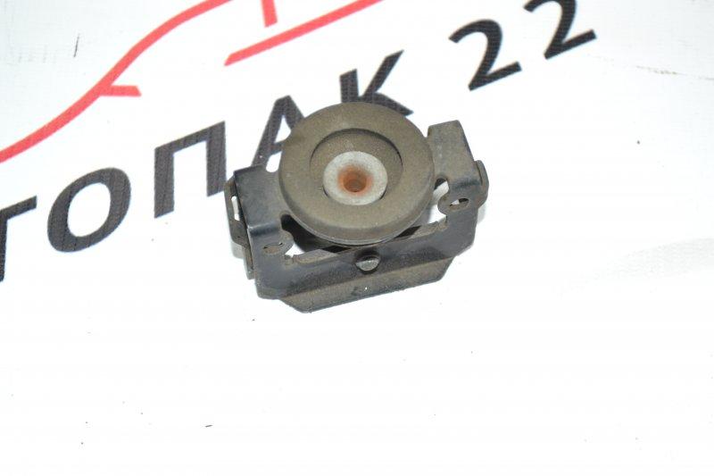 Крепления радиатора кондиционер Toyota Corolla NZE120 1NZ 2000 верхняя (б/у)
