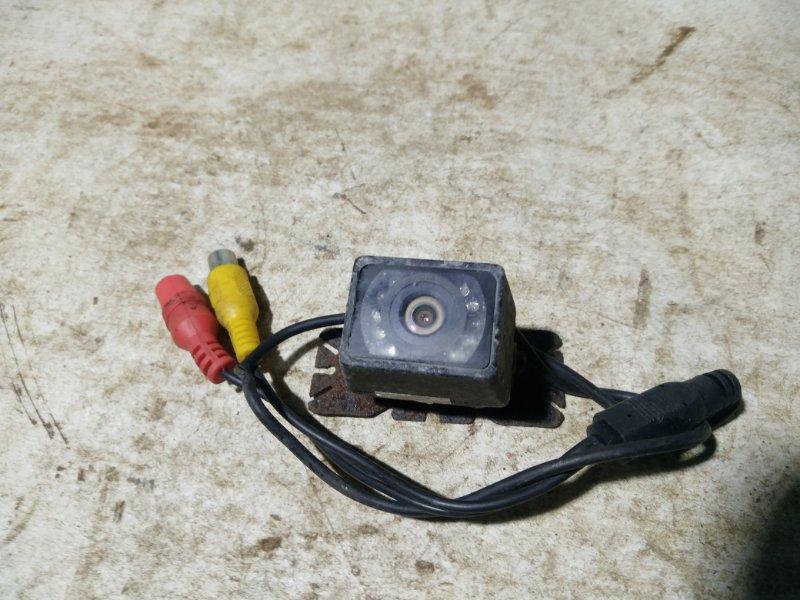 Камера заднего вида Toyota Ipsum ACM26 (б/у)