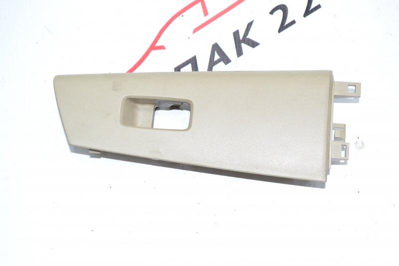 Накладка кнопки стеклоподьёмника Toyota Corolla NZE120 1NZ 2002 передняя левая (б/у)