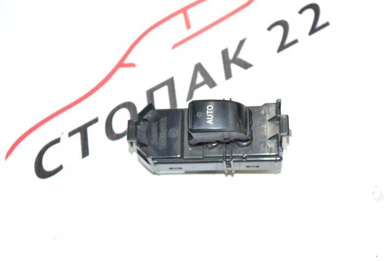 Кнопка стеклоподъемника Toyota Corolla NZE120 1NZ 2002 (б/у)