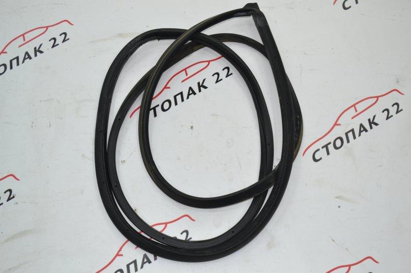 Уплотнительная резинка дверей Toyota Runx NZE120 1NZ 2000 задняя правая (б/у)