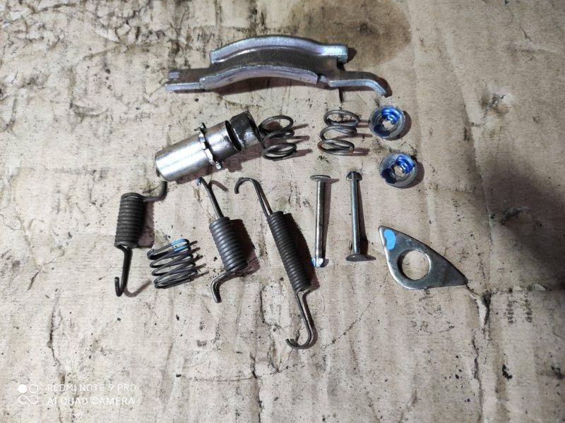 Монтажный набор для тормозных колодок Subaru Impreza GH2 задний левый (б/у)