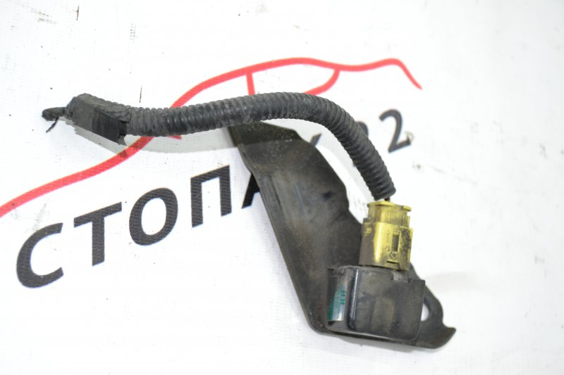 Датчик airbag Toyota Corolla NZE120 1NZ 2000 правый (б/у)