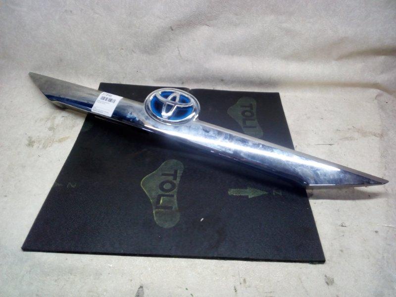Накладка крышки багажника Toyota Camry AVV50 (б/у)