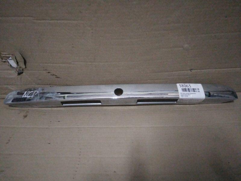 Накладка крышки багажника Toyota Platz SCP10 (б/у)