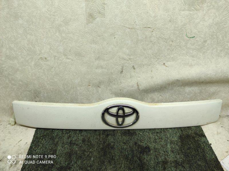 Накладка 5-й двери Toyota Succeed NCP58 (б/у)