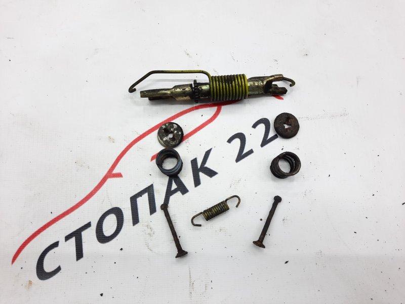 Механизм стояночного тормоза Toyota Corolla NZE120 1NZ 2000 правый (б/у)