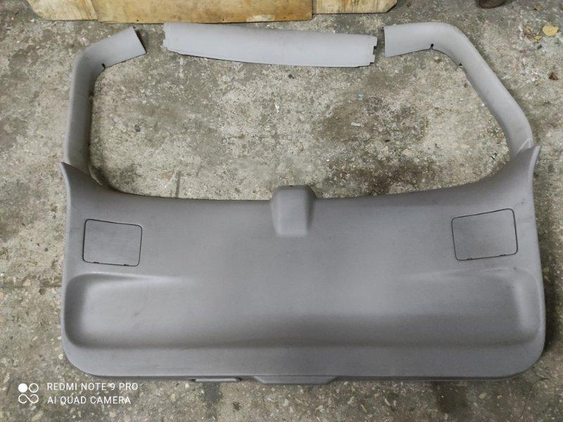 Обшивка двери багажника Nissan Liberty M12 (б/у)
