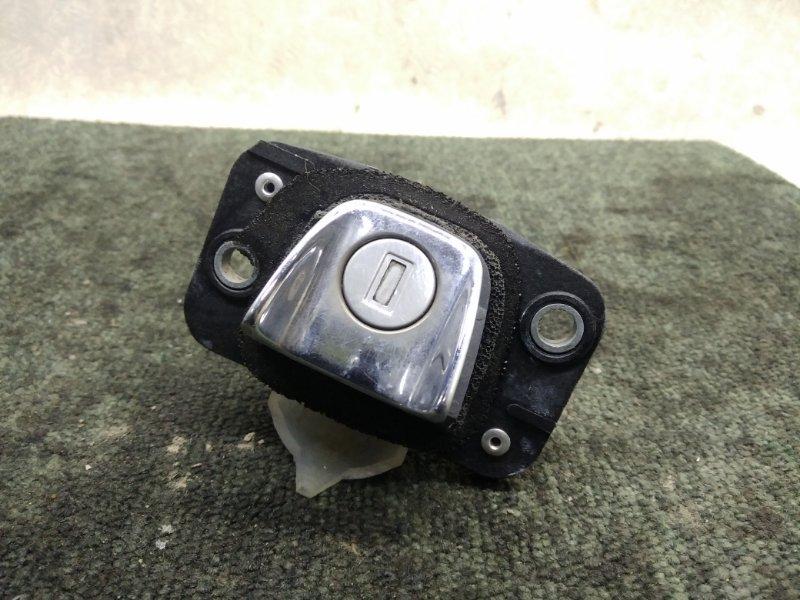 Кнопка открывания багажника Toyota Caldina ST210 1997 (б/у)