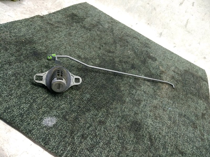 Личинка замка задней двери Mazda Familia BJ5W (б/у)