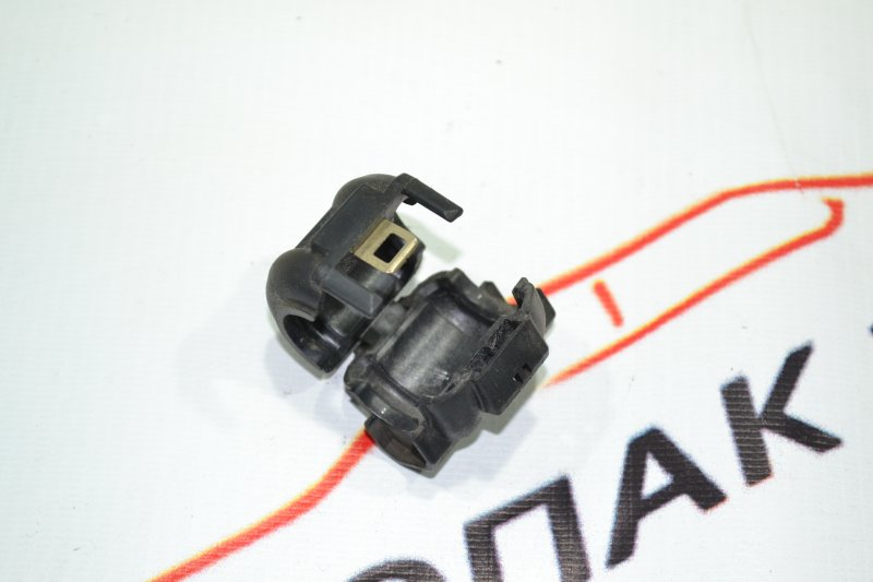 Фиксатор трубки кондиционера Toyota Corolla NZE120 1NZ 2000 (б/у)