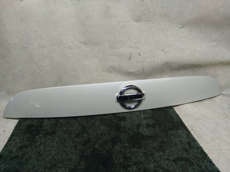 Накладка 5-й двери Nissan Juke F15 (б/у)