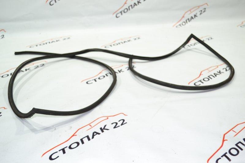 Молдинг лобового стекла Toyota Corolla NZE120 1NZ 2000 (б/у)