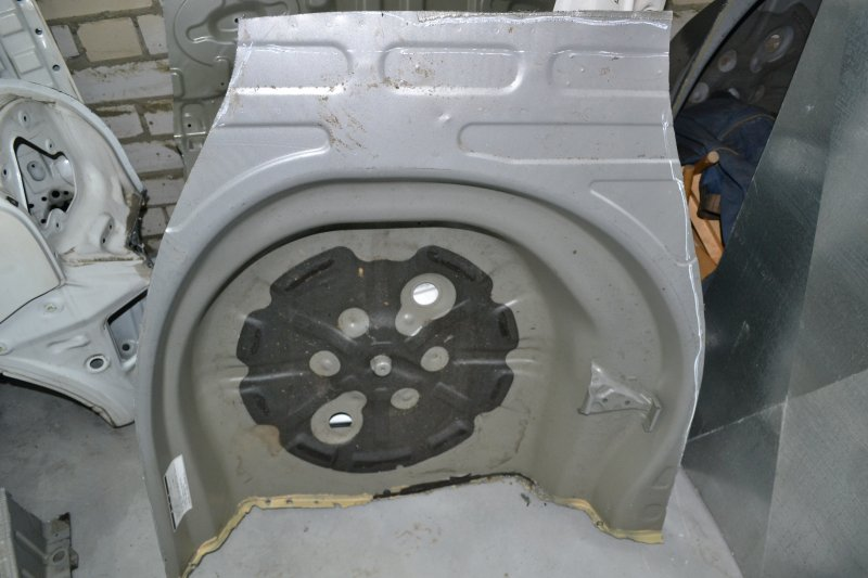 Тазик железный Toyota Corolla NZE120 1NZ 2000 (б/у)