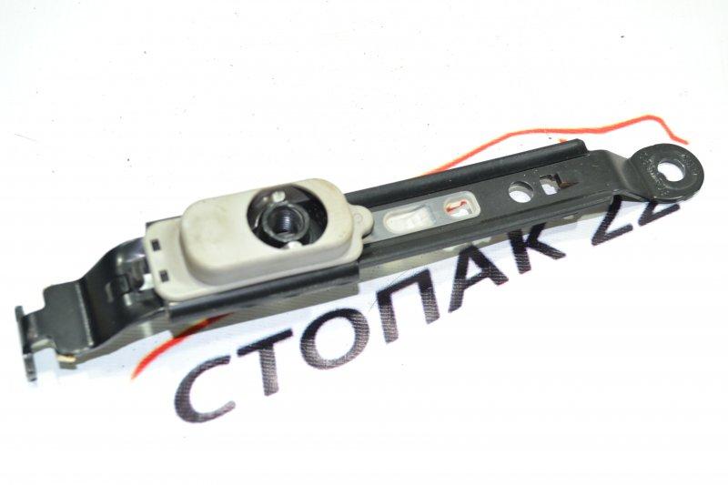 Натяжитель ремня безопасности Toyota Corolla NZE120 1NZ 2000 (б/у)