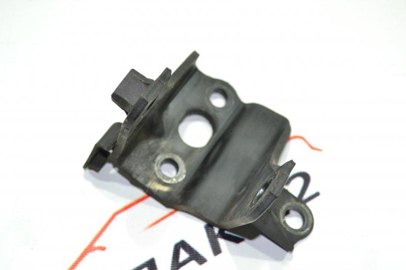 Кронштейн опоры двигателя Toyota Corolla NZE120 1NZ 2000 задний (б/у)