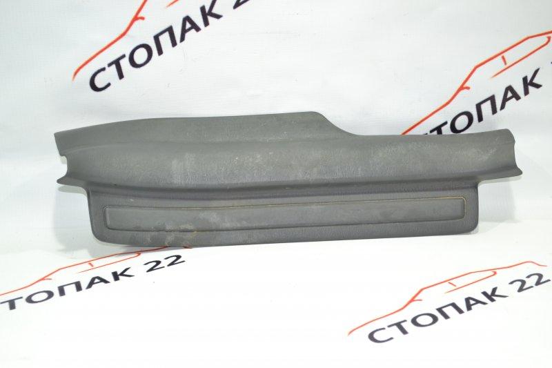 Накладка на порог Toyota Corolla NZE120 1NZ 2000 задняя правая (б/у)