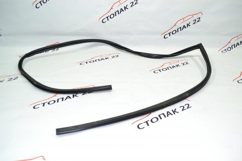Уплотнитель стекла бокового Toyota Corolla NZE120 1NZ 2000 передний левый (б/у)