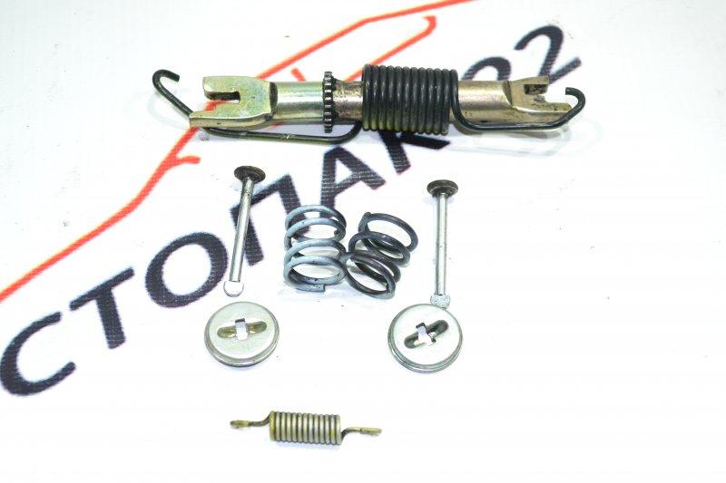 Механизм стояночного тормоза Toyota Corolla NZE120 1NZ 2000 задний правый (б/у)