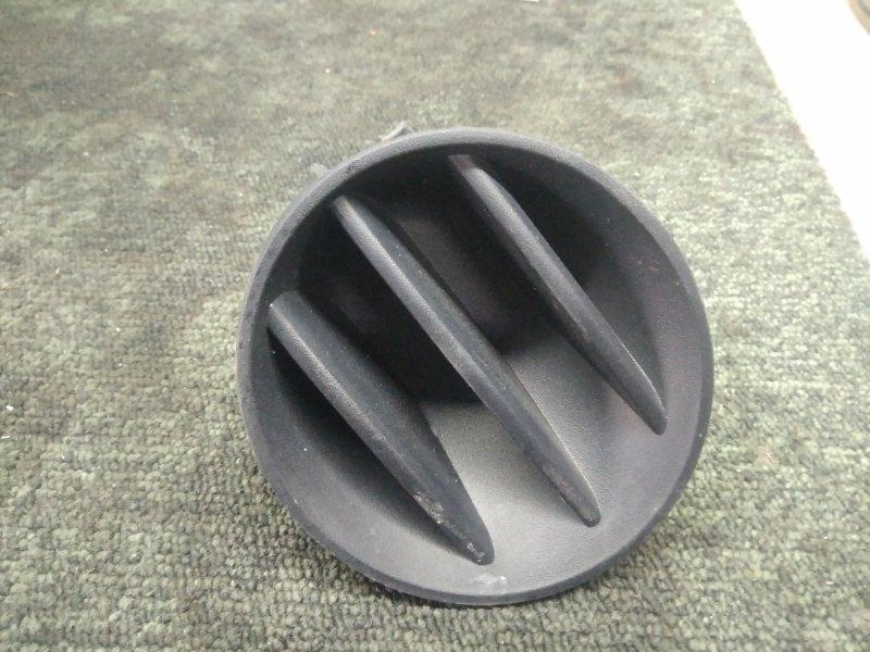 Заглушка бампера Toyota Ist NCP60 передняя правая (б/у)