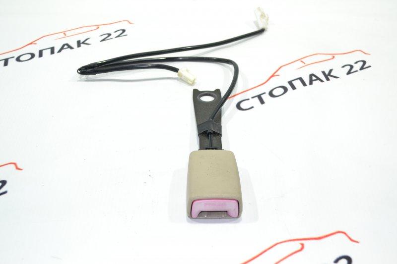 Замок ремня безопасности Toyota Corolla NZE121 1NZ 2001 передний (б/у)