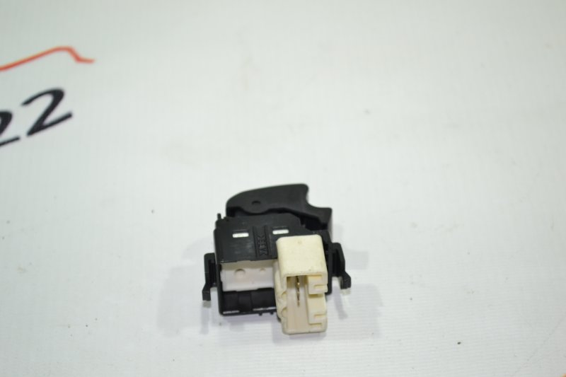 Кнопка стеклоподъемника Toyota Corolla NZE121 1NZ 2001 (б/у)