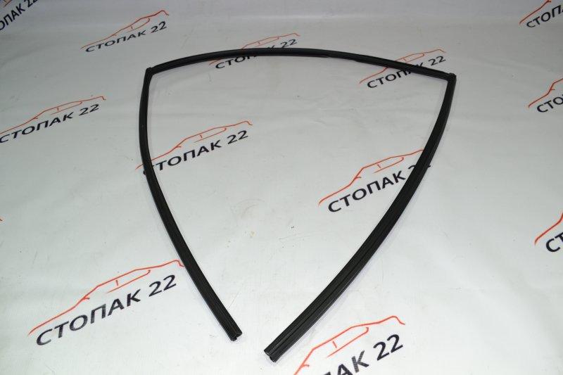 Уплотнитель стекла бокового Toyota Corolla NZE121 1NZ 2001 задний левый (б/у)