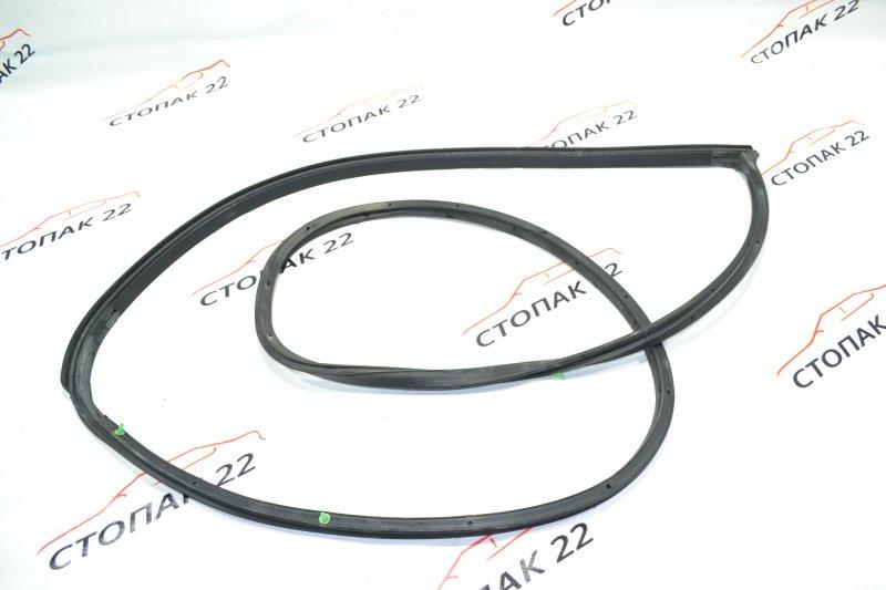 Уплотнительная резинка дверей Toyota Corolla NZE121 1NZ 2001 задняя правая (б/у)