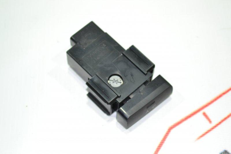 Кнопка включения кондиционера Toyota Corolla NZE121 1NZ 2001 (б/у)