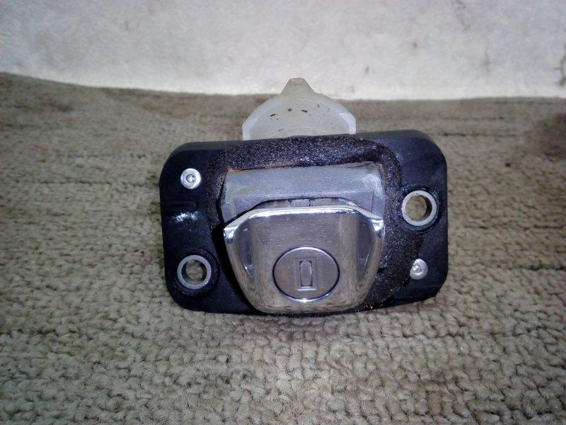 Кнопка открывания багажника Toyota Caldina AT211 1997 (б/у)