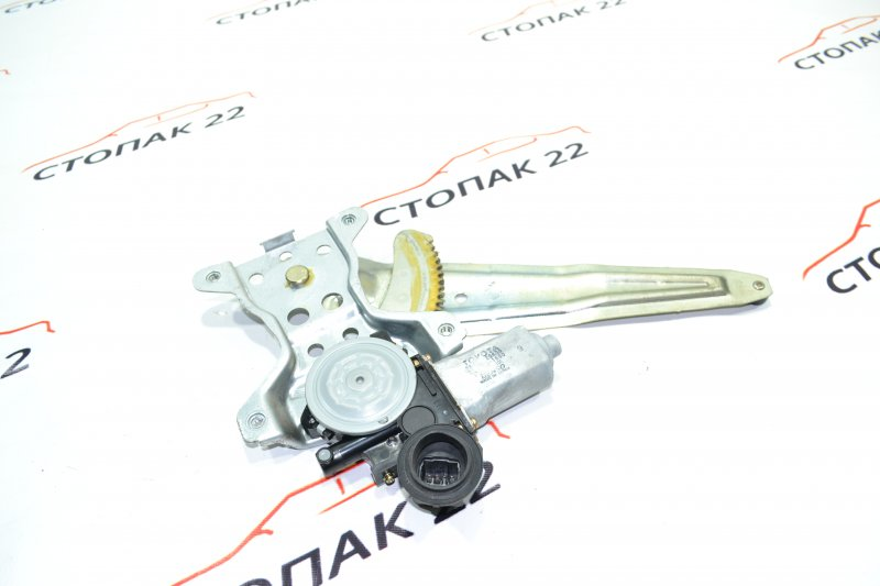 Стеклоподъемник Toyota Corolla NZE121 1NZ 2002 задний правый (б/у)
