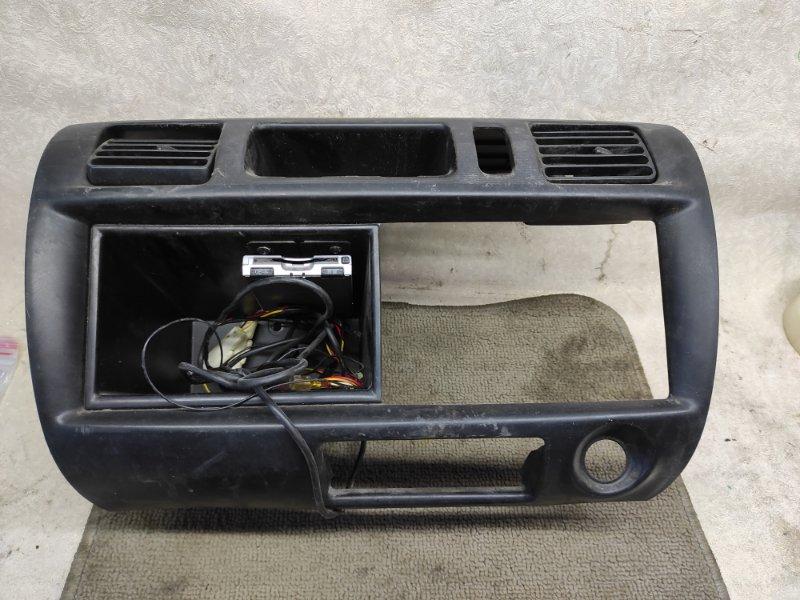 Консоль магнитофона Mazda Bongo SK82V (б/у)