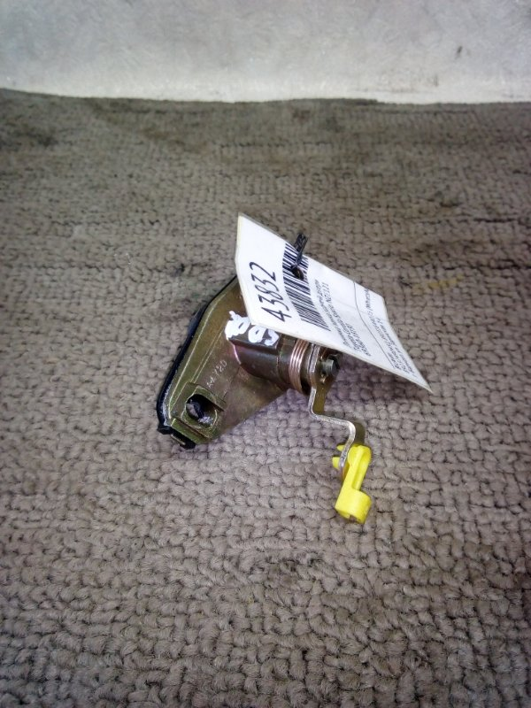 Личинка замка задней двери Toyota Corolla Spacio NZE121 (б/у)