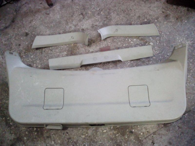 Обшивка двери багажника Nissan Primera WP12 (б/у)