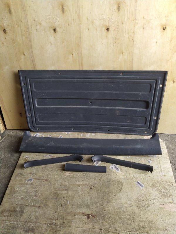 Обшивка двери багажника Toyota Rav4 SXA10 (б/у)