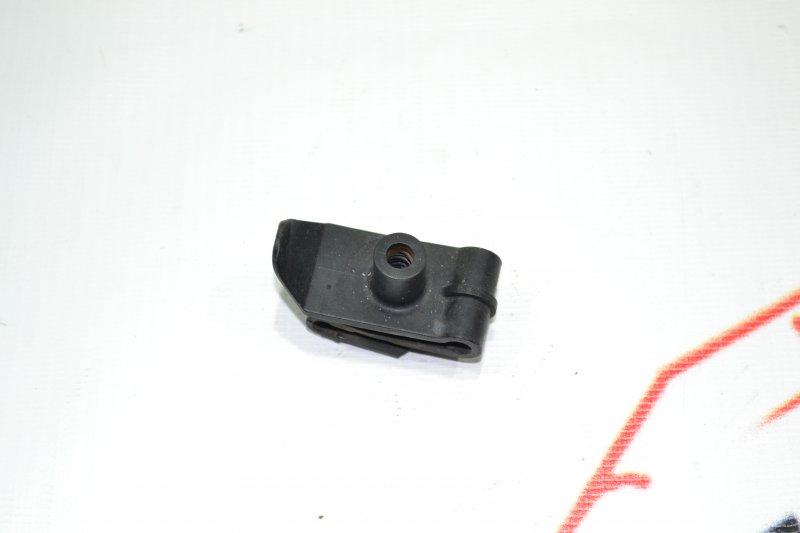 Крепление подкрылка Toyota Corolla NZE121 1NZ 2001 (б/у)