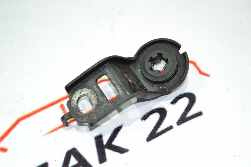 Крепление радиатора охлаждения Toyota Corolla NZE121 1NZ 2001 верхнее (б/у)