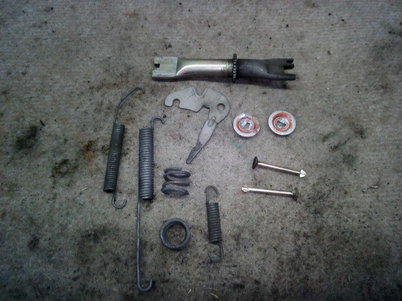 Механизм стояночного тормоза Nissan Bluebird Sylhpy G11 задний левый (б/у)