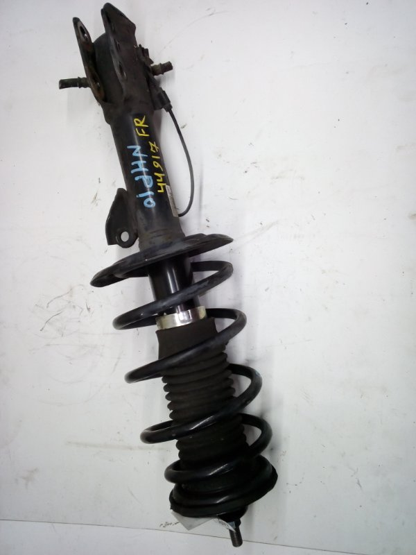 Стойка Toyota Aqua NHP10 передняя правая (б/у)