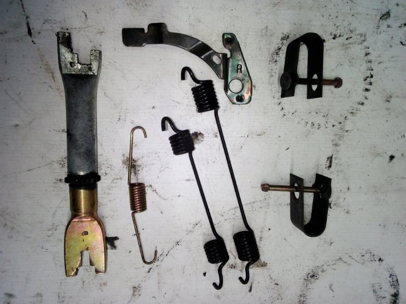 Механизм стояночного тормоза Honda Fit GD1 задний правый (б/у)