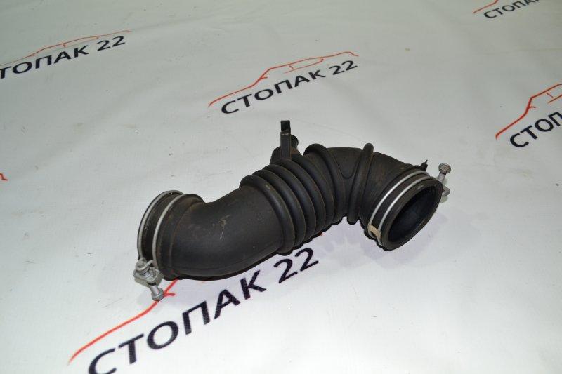 Патрубок воздушного фильтра Toyota Corolla NZE121 1NZ 2002 (б/у)