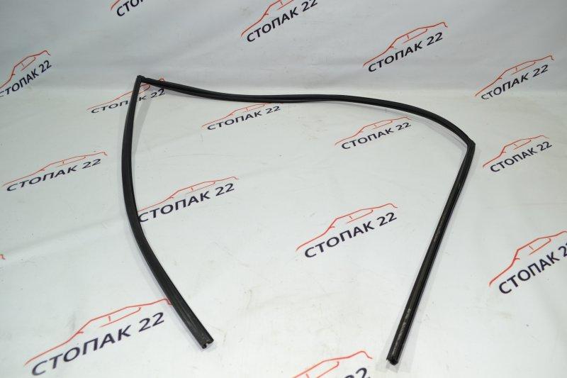 Уплотнитель стекла бокового Toyota Corolla NZE121 1NZ 2002 передний левый (б/у)
