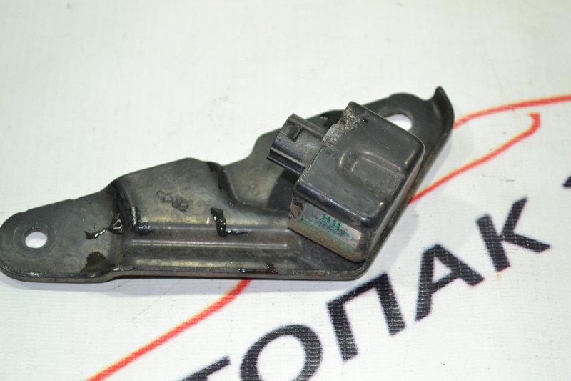 Датчик air bag Toyota Corolla NZE121 1NZ 2002 правый (б/у)