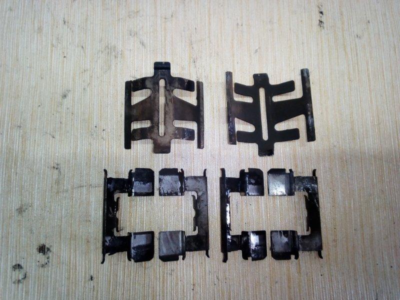 Скоба тормозной колодки Honda Fit GD2 передняя (б/у)