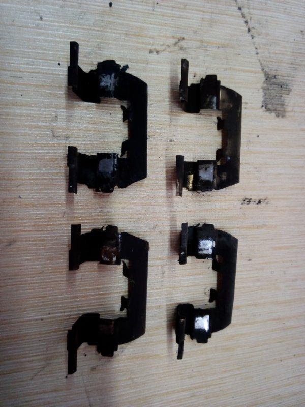 Скоба тормозной колодки Nissan Ad Y11 QG15 передняя (б/у)