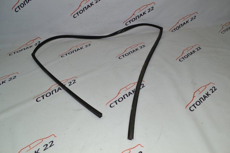 Уплотнитель стекла бокового Toyota Corolla NZE121 1NZ 2002 передний правый (б/у)
