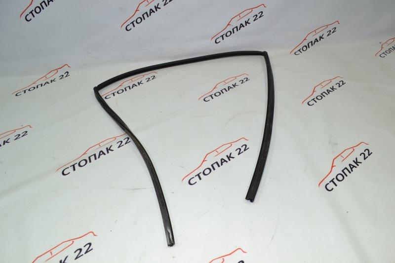 Уплотнитель стекла бокового Toyota Corolla NZE121 1NZ 2002 задний левый (б/у)