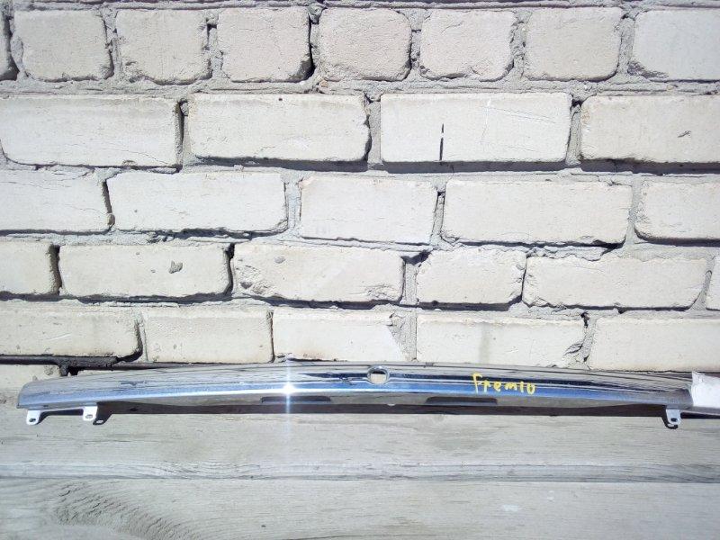 Накладка крышки багажника Toyota Premio NZT240 (б/у)